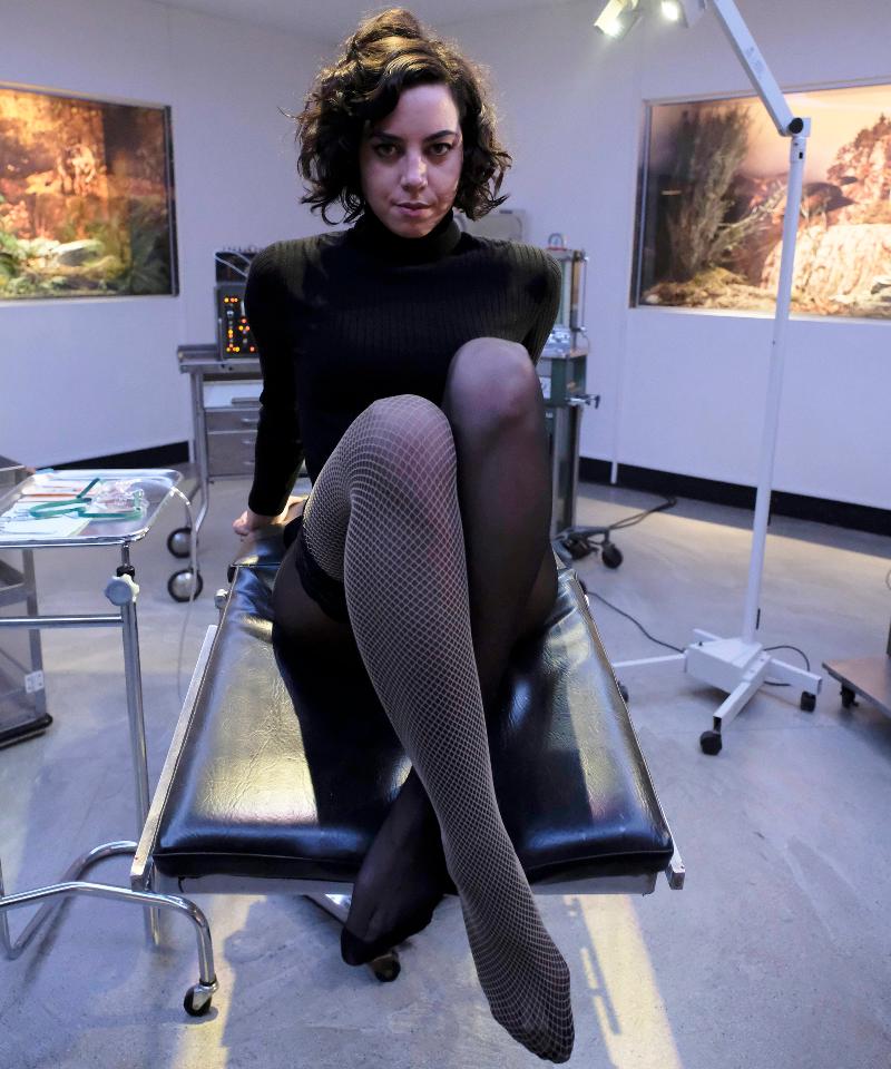 I say she looks smart and trustworthy. (Aubrey Plaza in Legion)